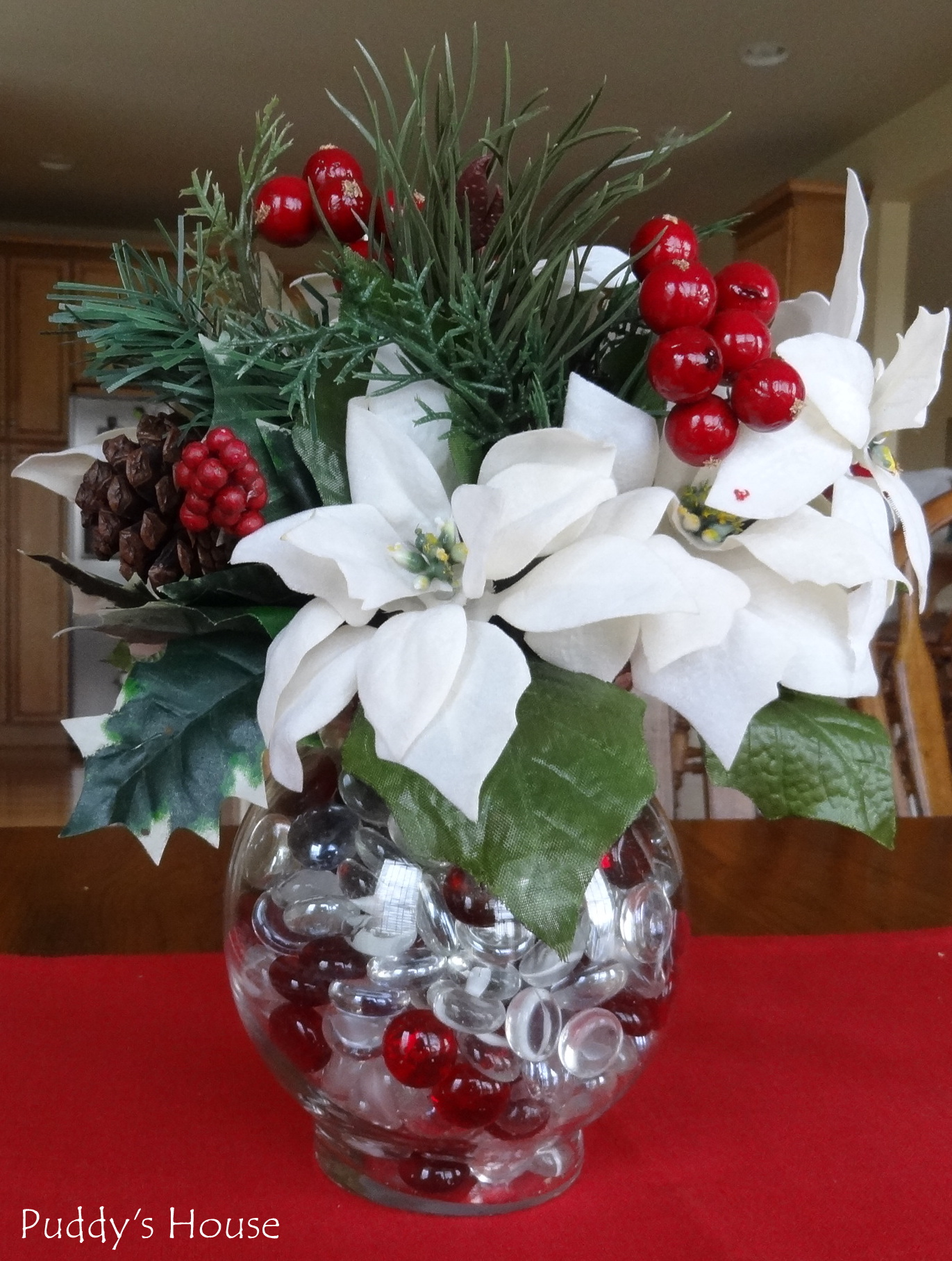 Decorating Ideas > Simple Christmas Table Decorations Since These Are  ~ 004028_Christmas Centerpiece Ideas Easy