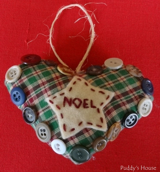 DIY Christmas Ornaments - Heart with felt and buttons - 2