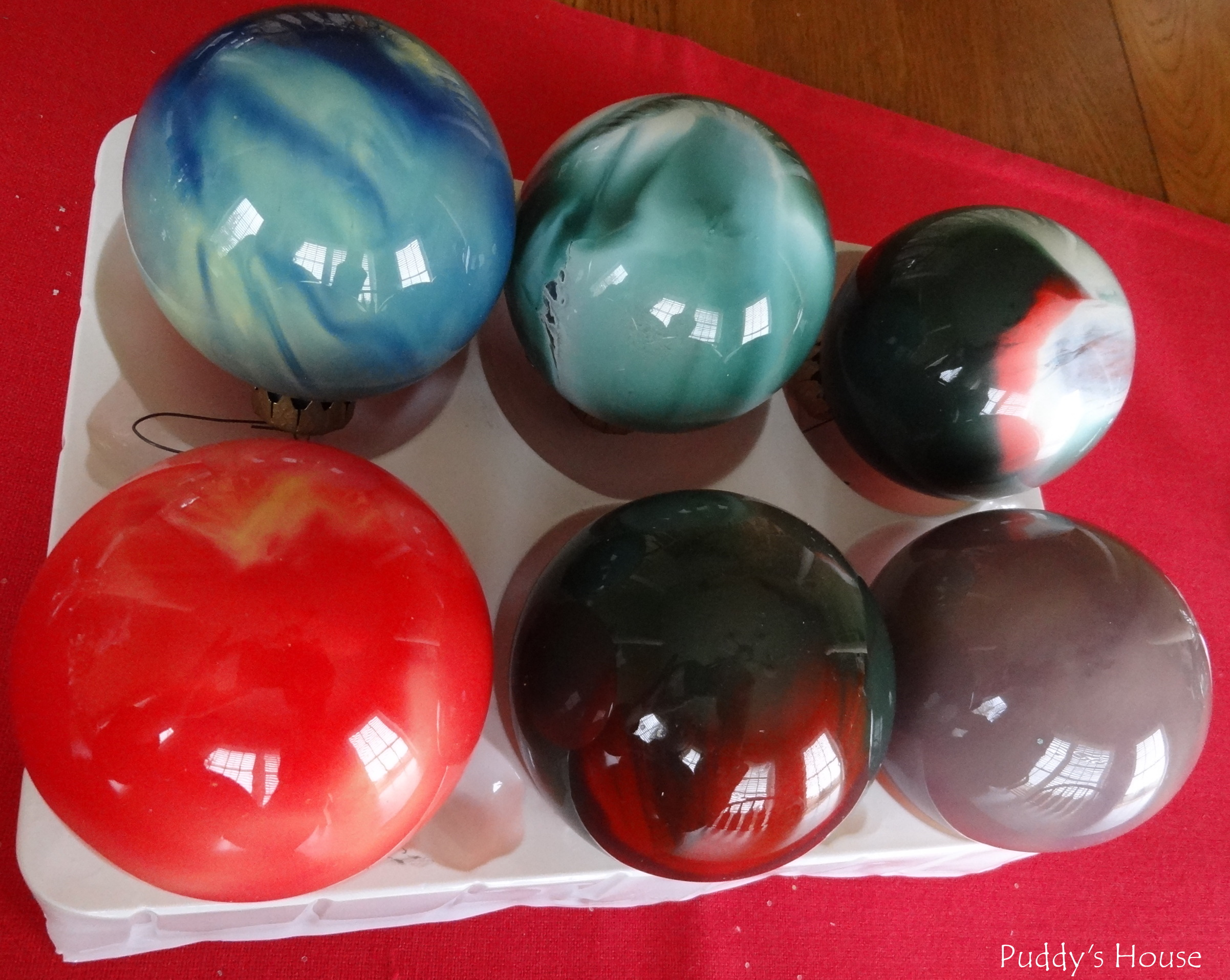 DIY Christmas Ornaments - Swirled paint in glass balls
