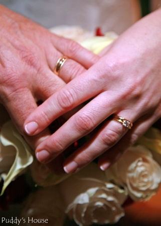 Wedding-Rings with bouquet