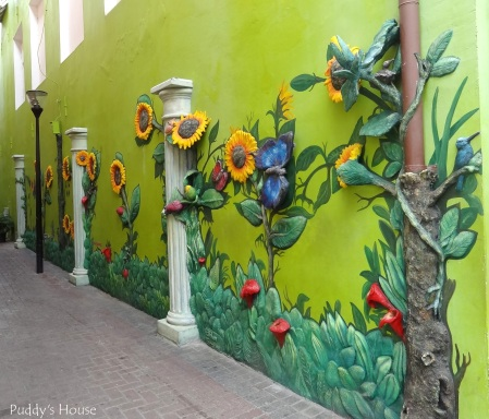 Curacao - 3-D Wall with sunflowers and butterflies