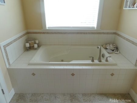 Master Bathroom - whirpool tub with seashell decor