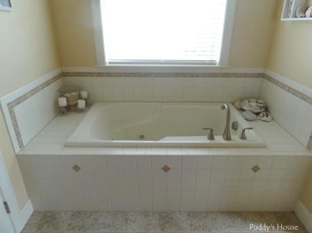 Master Bathroom - whirpool tub with seashell decor