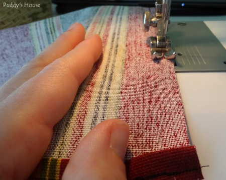Envelope Pillows - Sewing the side seam